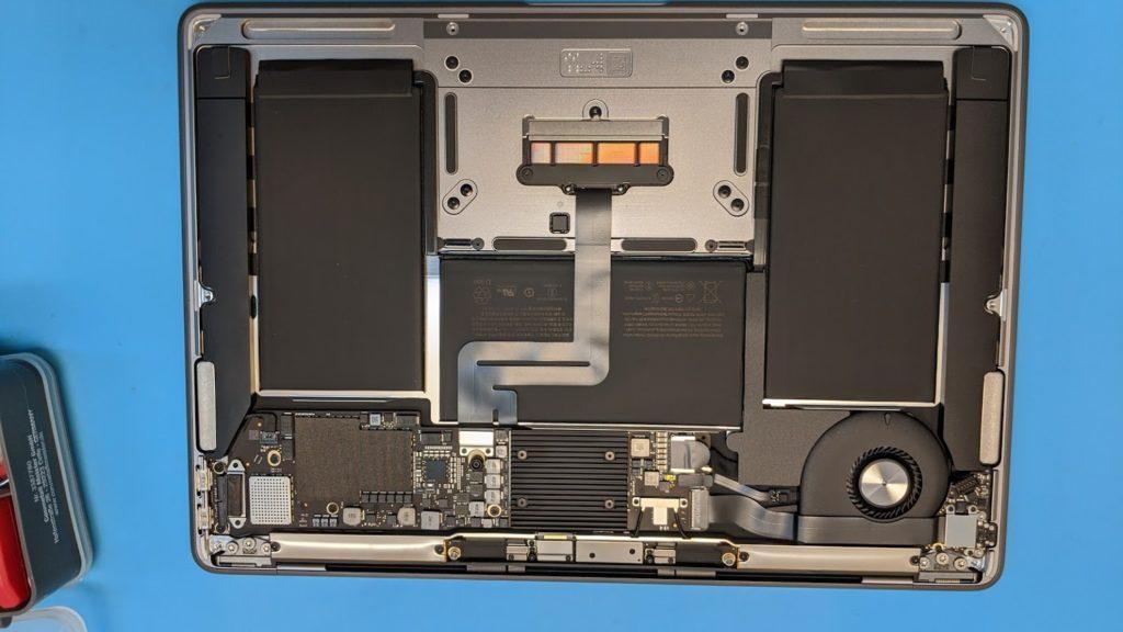Bild eines geöffneten Apple Macbook Laptops